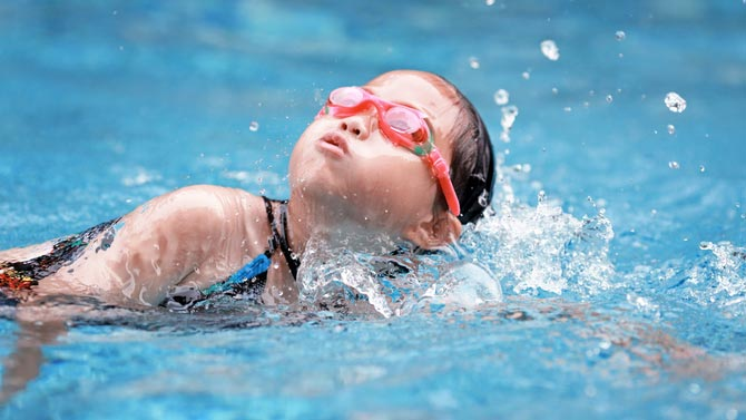 7 Important Safety Tips For Swimming With Kids